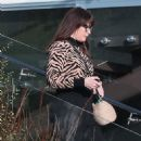 Liv Tyler is seen taking out boxes from her new house in Malibu - 454 x 827