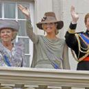 Queen Beatrix - 454 x 303