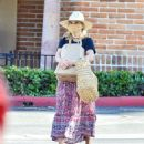 Reese Witherspoon – Seen after grocery shopping at Ralphs Supermarket in Malibu