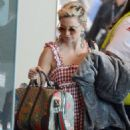 Kate Hudson at Airport in Sydney - 454 x 682