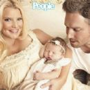 Jessica Simpson Debuts Baby Maxwell - 454 x 302