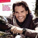 Cristián de la Fuente- TVyNovelas Mexico Magazine Octobre 2013 - 454 x 473