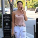 Mara Teigen in Jeans out in Beverly Hills - 454 x 607