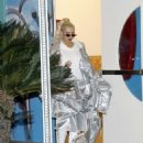 Christina Aguilera – Out in Los Angeles - 454 x 569