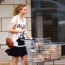 Taylor Swift Preps for World Tour Travels