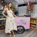Jessica Biel : The Grand Opening of Au Fudge - 454 x 302