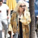 Ashlee Simpson – Shopping candids at Urban Outfitters in Los Angeles - 454 x 957