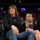 Richie Sambora and daughter Ava at the Lakers game on May 12th, 2009 in Los Angeles, CA - 454 x 406