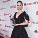 Felicity Jones : CinemaCon 2018 - The CinemaCon Big Screen Achievement Awards Brought To You By The Coca-Cola Company - 390 x 600