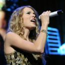 Taylor Swift - Performs At The Jingle Ball In New York 11.12.2009