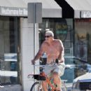 Ed O'Neill spends time biking on October 1, 2015 - 424 x 600