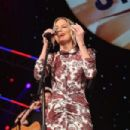 Jennifer Nettles – Sugarland performs at 'Stars and Strings' Concert in Chicago