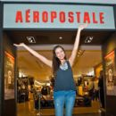 YouTube Celebrity Bethany 'Macbarbie07' Mota attends an exclusive meet & greet at the Woodfield mall Aeropostale on August 27, 2013 in Chicago, Illinois - 395 x 594