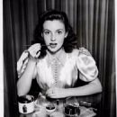Joan Leslie - 454 x 585