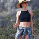 'Newly-engaged' Maggie Q displays her abs in a crop top on hike with 'fiancé' Dylan McDermott - 306 x 575
