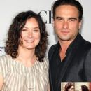 Sara Gilbert and Johnny Galecki - 435 x 580
