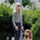 Amanda Seyfried: Walking Finn