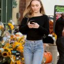 Lily Rose Depp – Leaving a LA grocery store - 454 x 793