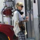 Portia de Rossi – Shopping at warehouse in LA - 454 x 681
