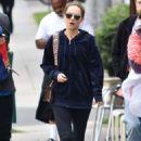 Natalie Portman – Gets Morning Meal in Los Feliz - 454 x 681