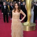 Kristen Wiig At The 84th Annual Academy Awards - Arrivals (2012) - 393 x 594