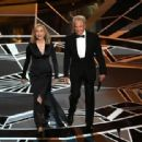 Faye Dunaway and Warren Beatty At The 90th Annual Academy Awards - Show (2018) - 454 x 313