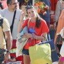 Charlotte Casiraghi – Shopping on the market in Cap-Ferret - 454 x 717