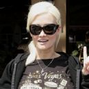 Holly Madison Eats Lunch In West Hollywood August 19 2009