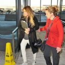 Hilary Duff – Arrives at Airport in Washington - 454 x 536