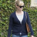 Reese Witherspoon: stopping by Le Pain Quotidien
