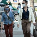 Jodie Foster – With Alexandra Hedison – Out for a lunch at Gjelina in Venice - 454 x 587