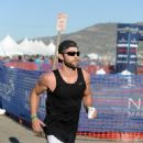 Actor Chace Crawford participates in the Nautica Malibu Triathlon at Zuma beach on September 20, 2015 in Malibu, California - 454 x 590