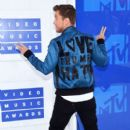 Lance Bass attends the 2016 MTV Video Music Awards at Madison Square Garden on August 28, 2016 in New York City - 399 x 600