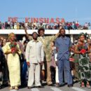 Mykelti Williamson as Don King with the Zaire entourage in Columbia's Ali - 2001 - 400 x 262