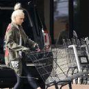 Gwen Stefani – Out in Santa Monica - 454 x 681