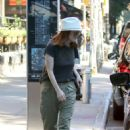 Julianne Moore – Out in New York City - 454 x 634
