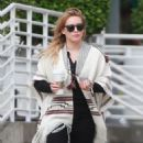Hilary Duff running errands Out in Los Angeles October 17, 2016 - 454 x 587