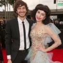 Grammys 2013: Singer Wins Best Alternative Music Album, Best Pop Duo/Group Performance - 454 x 594