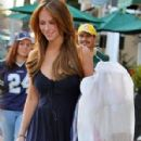 Jennifer Love Hewitt Shopping in Hollywood