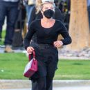Florence Pugh – Filming 'Don't Worry Darling' in Palm Springs