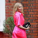 Kylie Minogue – In an electric pink silk outfit in South London - 454 x 926