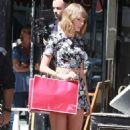 Taylor Swift At A Cafe In West Village