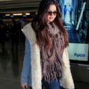 Selena Gomez makes her way through the airport at JFK in New York City. January 18, 2012 - 303 x 594