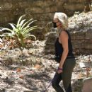 Malin Akerman – Hiking with her dog in Los Feliz