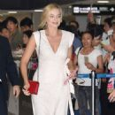 Margot Robbie Arrives at Airport in Tokyo 08/24/2016 - 454 x 802