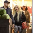 Avril Lavigne – Shopping in Los Angeles - 454 x 681