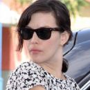 Liv Tyler At A Gas Station In Los Angeles, California, 2009-04-22