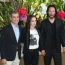 Winona Ryder and Keanu Reeves – 'Destination Wedding' Photocall in Beverly Hills - 454 x 402