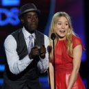 Kristen Bell and Don Cheadle At The 38th Annual People's Choice Awards (2012) - 428 x 594