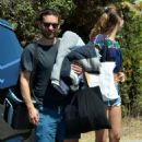 Tatiana Dieteman and Tobey Maguire – Seen on the beach in Malibu - 454 x 724